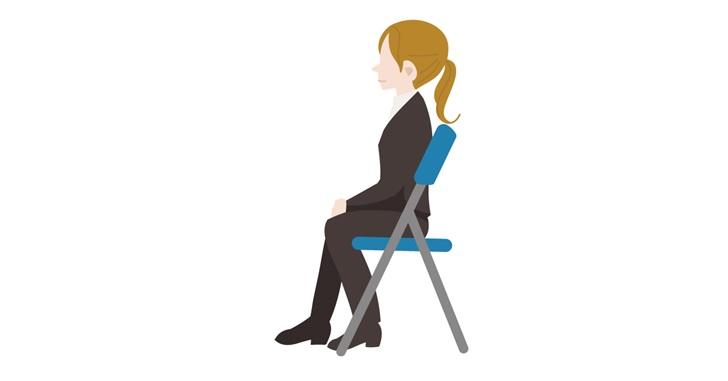 座骨で座る女性
