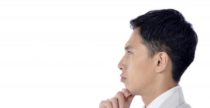 日本人男性の横顔