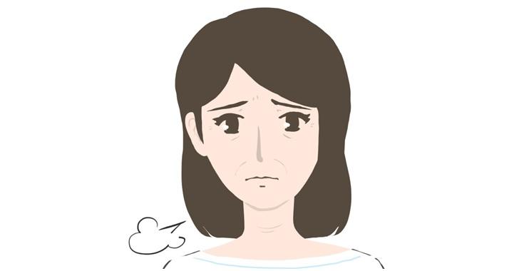 ほうれい線や目尻の小皺がある女性